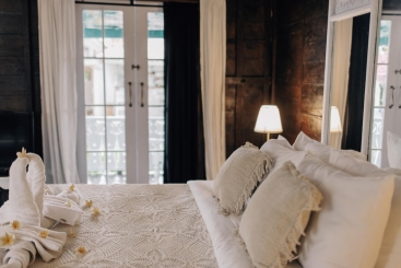 The Atelier - Beautiful bed setting