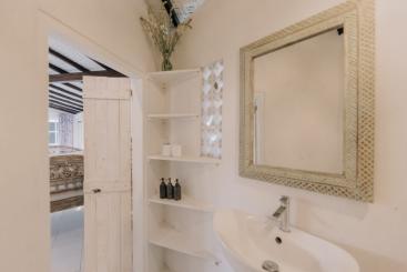 The Chalet - Bedroom three ensuite vanity