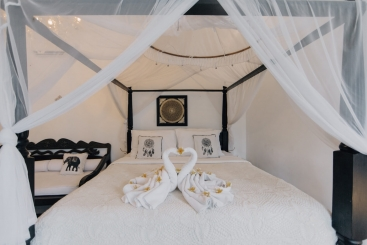 The Chalet - Four poster master bed