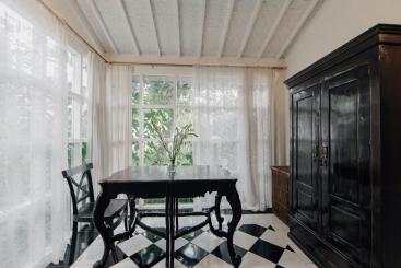 The Chalet - Master bedroom window nook