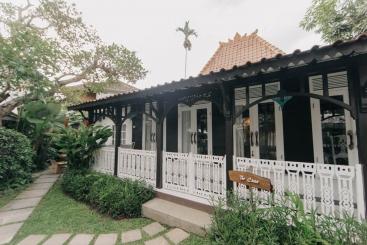 The Chalet - The Villa facade