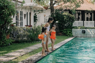 Sejoli Villas - Playtime in the pool