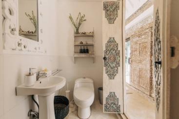 The Snug - Ensuite bathroom