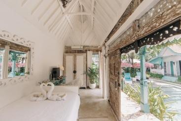 The Snug - Poolside tropical splendour